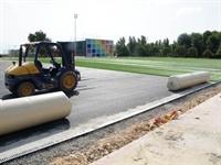 Instal·lació de gespa artificial al camp de futbol del Poliesportiu Municipal 5