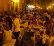 Més de 1.000 persones participen al primer sopar al carrer ample