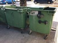 contenidors vells deteriorats