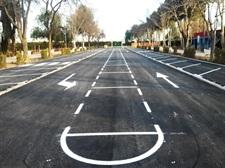Nou asfaltat per a l'aparcament nord del poliesportiu