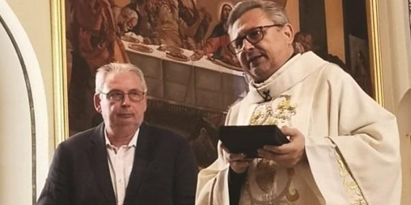 L'Ajuntament atorga la Medalla de la Vila al rector Alfonso Ibáñez