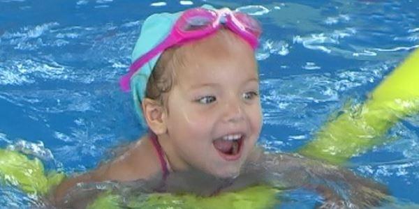 Cursets de natació per a menuts i menudes