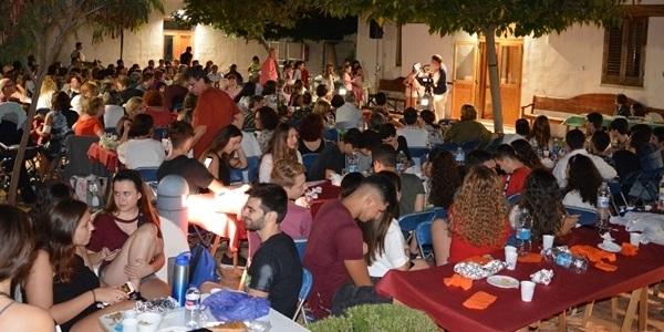 La IX Festa Estellés plena el pati de l'Alqueria de Moret