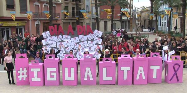 FALLES 2019 - Cavalcada Ninot Infantil - Falla Plaça País Valencià