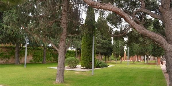 Finalitzada la renovació de la jardineria a les portes del cementeri