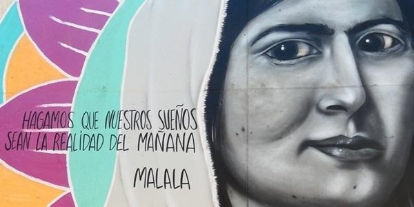 Un mural d'homenatge a la pau,  la convivència i la lluita per l'educació per a totes i tots
