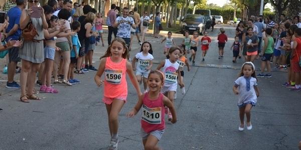 Prop de tres-cents xiquets i xiquetes participen a la 3a Cursa Infantil Caixa Rural Torrent