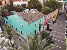 Renovació de les façanes de la Pl. Major i Corts Valencianes