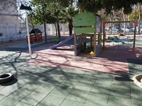 Instal·lació de sol de goma a la zona de jocs infantils del CP Baladre