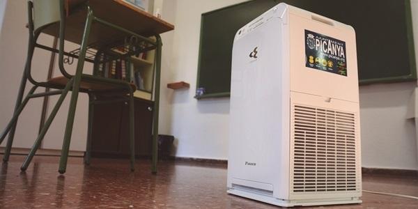 L'Ajuntament instal·la purificadors d'aire HEPA a les aules de tots els centres educatius