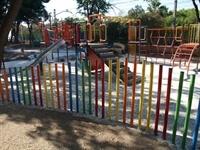 Instal·lació de paviment de seguretat sota els Jocs Infantils dels parcs municipals 6