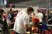Daniel Gallego Campió Espanya de perruqueria treballant